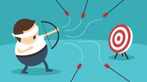 imagem de um cartoon com um arco e flecha com uma faixa nos olhos e errando todos os lançamentos das flechas