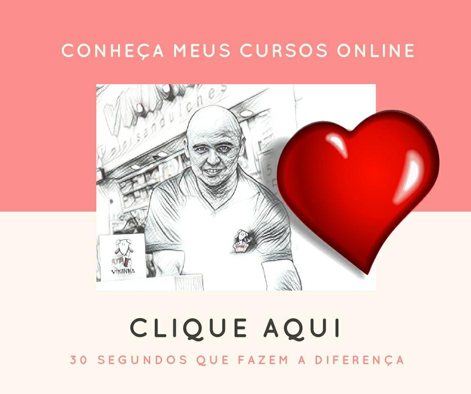 Fotografia de Rodrigo Miranda em preto e branco com um coração vermelho grande