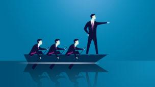 Vetor humano liderando outros 3 em um barco, apontando para a frente